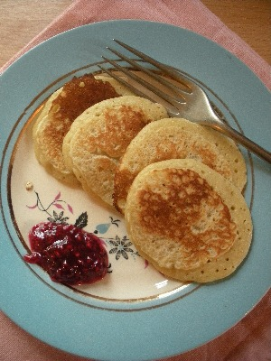Irish food: pikelets with raspberry jam